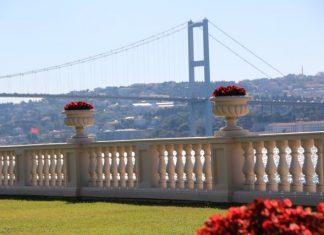 Çırağan Palace Kempinski İstanbul'da misafirler kendi odalarına ait balkonlarından izleyecekleri manzaralarında İstanbul'un büyüsünü ve Saray'ın tarihini yaşayacaklar.