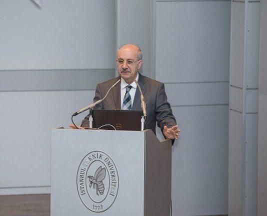 Prof. Dr. Mehmet Karaca, İTÜ bünyesinde medikal sektöründe 6 tıbbi cihazın kazandırılmasında rol üstlenen bir ekibin de olduğunu sözlerine ekledi.