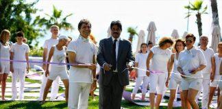 """Yoga Şampiyonalarının düzenlenmesine önderlik eden Uluslararası Yoga Federasyonu (UYF) Başkanı Akif Manaf ise """"Yoga'nın sağlığa müthiş etkileri var."""