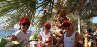 Babula Cafe, 3 yıldır kendine has çizgisi ve ilkleriyle Avşa Adası'na gelen ziyaretçilere ayrıcalıklı bir ortam sağlıyor. İşletmeciliğini ada halkının tanınmış simalarından biri olan Hüseyin Bozyiğit ve üç kızı yapıyor.