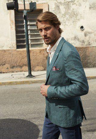 Türkiye'de 20, yurt dışında 39 olmak üzere toplam 59 mağazaya sahip olan Cacharel, zarif giyim sanatı ve modernizmin sembolü.