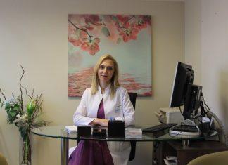 """Anadolu Sağlık Merkezi Dermatoloji Uzmanı Dr. Deniz Kırçuval, """"PRP, deriyi 'doldurarak' değil 'gençleştirerek' kırışıklıkların ve çizgilerin giderilmesini sağlıyor."""""""