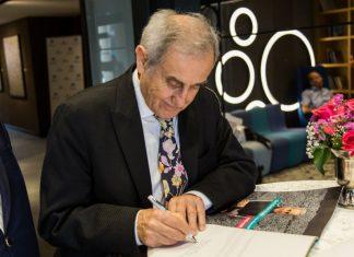 """Devrim Erbil eserlerinde öne çıkan """"çizgi""""yi şöyle anlatıyor: """"5 yaşımdayken yaptığım renkli desenler var. Renkli çizgiler kullanmışım. Çizgi ve renkli çizgi… Renk çizgide biçimleniyor."""""""