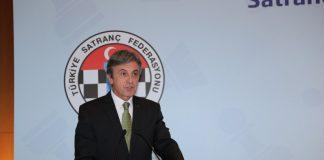 İş Bankası Yönetim Kurulu Başkanı Ersin Özince ve Genel Müdürü Adnan Bali'nin ev sahipliğinde, TSF Başkanı Gülkız Tulay ve uluslararası turnuvalarda ödül alan sporcuların katılımıyla bir basın toplantısı düzenlendi.