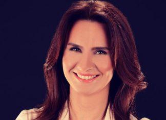 Esra Bezircioğlu, 2004 yılında Konica Minolta – Transteknik Holding'de çalışmaya başladı. 2006'da Tek Bilgisayar Bilişim Sistemleri San. ve Tic. Ltd. Şti'ni kurdu.