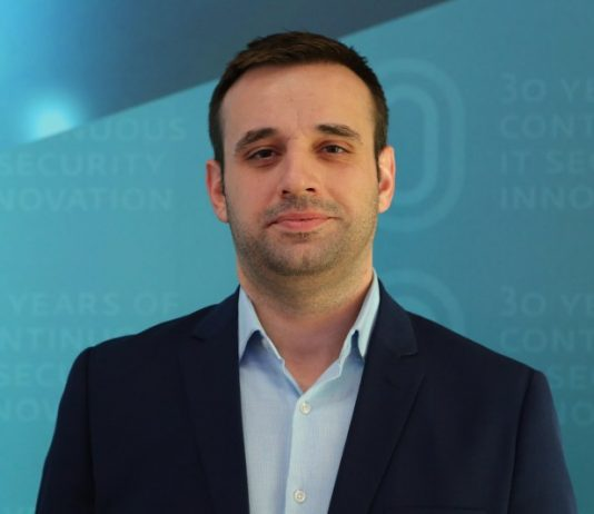 """ESET Türkiye İstanbul Teknik Müdürü Gürcan Şen, """"3 bin liralık telefon size 300 liraya sunuluyorsa kuşkulu yaklaşın"""" diye konuştu."""""""