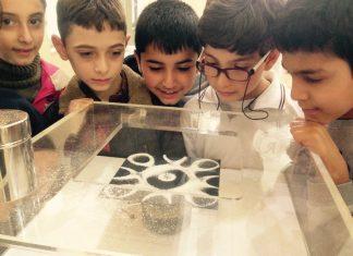 Harika Matematik Sergisi'nin gezgin tırları gördüğü yoğun ilgi üzerine Türkiye'de daha fazla çocuğa ulaşabilmek için bu yıl ikiye çıkarıldı. Tırlar 20 Şubat tarihinden itibaren eş zamanlı olarak Türkiye turnesine çıktı.