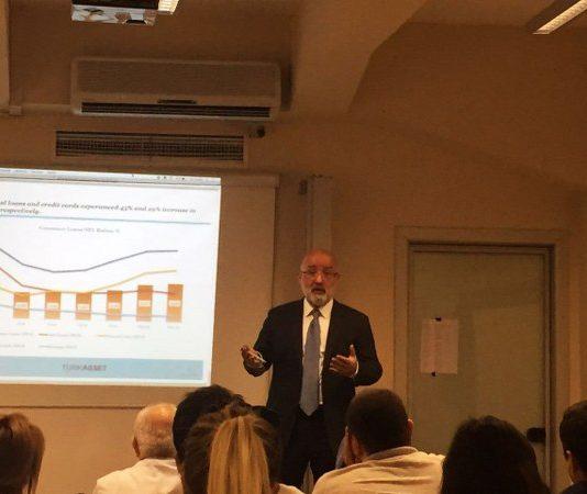 Sn. Güvenal, Varlık Yönetim Sektörüne dair önemli notlar paylaşırken, bireysel kredi kullanımı oranının geçtiğimiz yıllara göre iki katına çıktığına değindi.