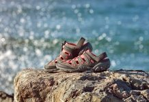 IN Street'te yer alan dünyaca ünlü markaların sneaker, sandalet ve terlik modelleri ile yazın enerjisi kombinlerinize yansıyor.
