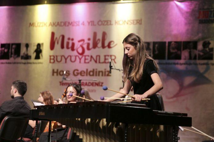 Küçükçekmece Belediyesi Müzik Akademisi, 4'üncü yılını özel bir konserle taçlandırdı.