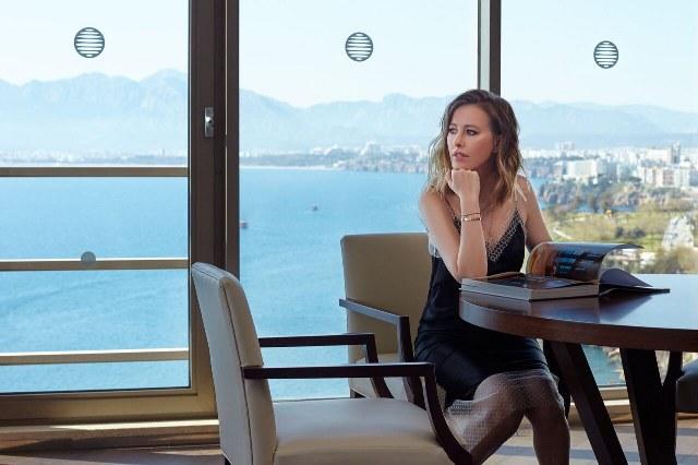 Akra Fit'te ve The LifeCo'da yenilenmeyi sağlayan masaj terapilerini de deneyimlerken, tadı damağında kalan bu özel günleri daha uzun yaşamak için, yaz aylarında tekrar geleceğini belirterek AKRA'dan ayrıldı.