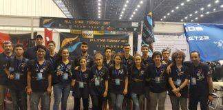 """Türkiye All Star takımı, Çin'de düzenlenen FIRST Uluslararası Robot Yarışması'nda (China FIRST Robotics Competition – FRC) 77 takım içerisinde 8'inci oldu ve """"İlham Veren Takım"""" ödülüne (Inspiration Award) layık görüldü."""
