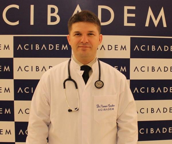 Acıbadem Bakırköy Hastanesi İç Hastalıkları Uzmanı Dr. Tamer Çeviker güneş çarpmasından korunmanız için almanız gereken önlemleri anlattı, önemli önerilerde bulundu.