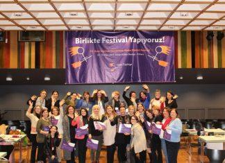 Dokuz Eylül Üniversitesi Güzel Sanatlar Fakültesi'nin desteğiyle İzmir'de, Doğu Akdeniz Üniversitesi ve Kıbrıs Türk Eğitim Vakfı'nın iş birliğinde Kuzey Kıbrıs Türk Cumhuriyeti'nde seyircileriyle buluşacak.