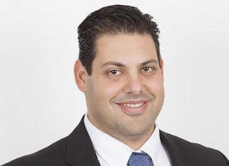 Yomi Kastro, Inveon Bilgi Teknolojileri'nin ve Inventures'ın kurucusu ve CEO'sudur