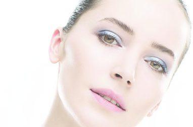 2017 Makyajında moda olan renkleri, ofis makyaj stilini ve 80'lerin etkilerini QNET Sağlık ve Güzellik Uzmanı Sunny Shaper yorumluyor.