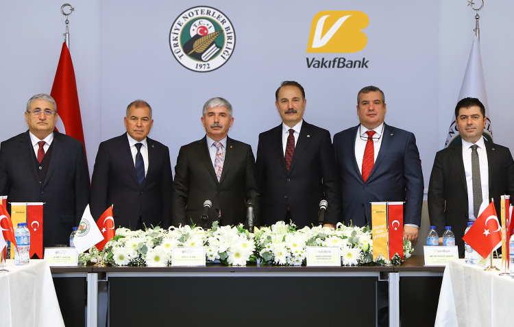 Türkiye Noterler Birliği Başkanı Dursun Cin ve VakıfBank Genel Müdürü Abdi Serdar Üstünsalih görseli CEO Haber'de.