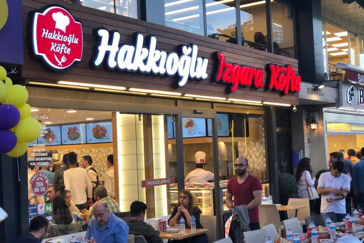 Harun Tülübaş'ın yeni markası Hakkıoğlu Izgara Köfte'nin görseli CEO Haber'de.